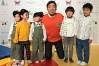 洋服ブランド「インセクト コレクション」を立ち上げた香川照之さん(中央)