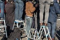 テレビのワイドショー番組も以前に比べ、芸能リポーターが主役ではなくなりつつある。 写真はイメージ=PIXTA