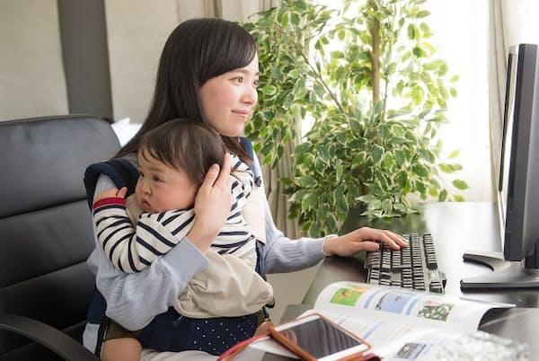 産休・育休中から復帰すると仕事と育児の両方が一気に降りかかってくる(写真はイメージ=PIXTA)