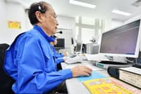 119番するかどうかなどの電話に応じる相談員ら(大阪市西区の救急安心センターおおさか)