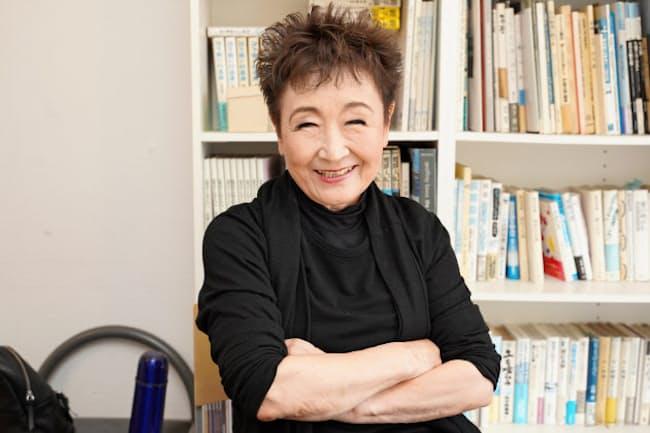シンガーソングライターの加藤登紀子さん。デビュー時は「東大生歌手」として話題になった