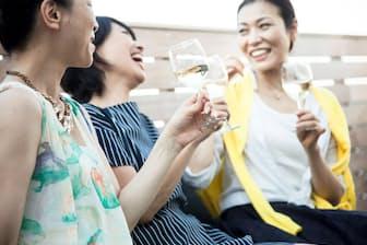 今の「40代女子」、めちゃめちゃ元気ですよね(nikkei WOMAN Onlineより)=PIXTA