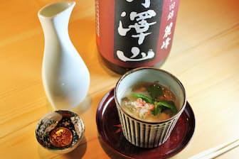 「カニとキノコのけんちん蒸し」に合う日本酒として「丹澤山 麗峰 純米」を提供