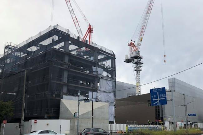 九州初の地下鉄駅直結といわれるマンションの建設現場。入居開始は2021年3月末の予定