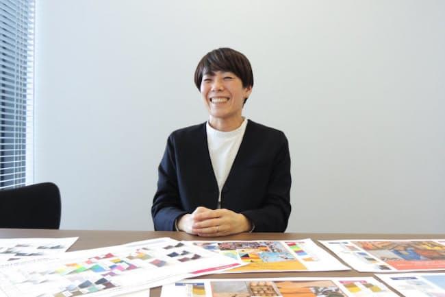 エースでバッグデザインを担当する金子朗子さんは帽子業界から転職した。