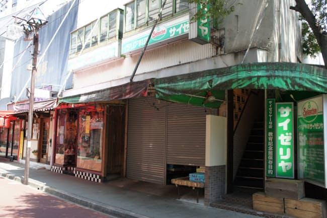 サイゼリヤ1号店は青果店の2階にあった