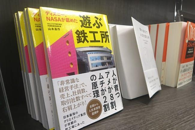 ベストテンの本は入り口脇の面陳列棚に展示する(天狼院書店「Esola池袋店」STYLE for Biz)