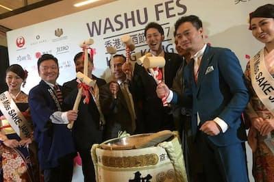 香港で開催された和酒フェス。右から2番目が楊さん