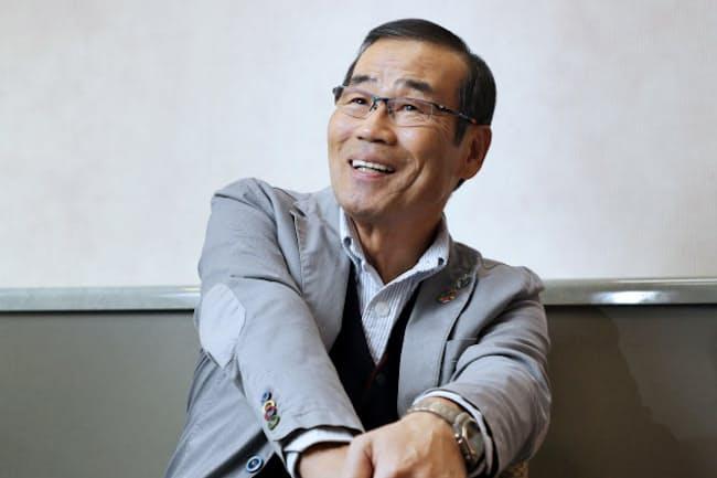 1951年大阪市生まれ。75年に漫才コンビ「オール阪神・巨人」を結成し、人気者に。上方漫才大賞4回(82、83、85、2016年)。歌唱力にも定評があり、28日に初のベストアルバム「男の歌日記」を発売した。身長184センチ。尾城徹雄撮影