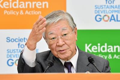 経団連の中西宏明会長は就活ルールを含む雇用慣行の見直しを提言した(10月9日の記者会見)