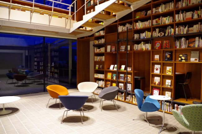 箱根本箱の1万2000冊の本はどれでも購入できる