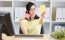 働く女性への侮辱、女性客全般を見下す表現などは、レッドカードとなりそうだ