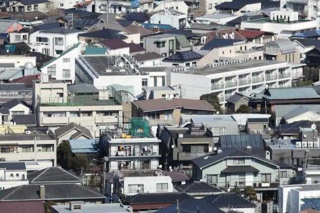 魅力に乏しいともされた中古住宅の取引は活性化するのか(都内の住宅街)
