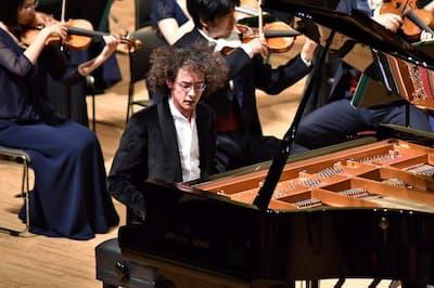 優勝したトルコのジャン・チャクムル=浜松国際ピアノコンクール事務局提供
