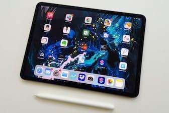 画面サイズが11インチの新しいiPad Pro(8万9800円から、税別)。同時に12インチ版(11万1800円から、税別)も登場した。リニューアルされた第2世代のApple Pencilと一緒にレポートする