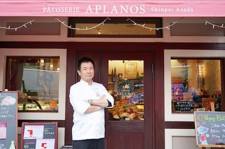 さいたま市「パティスリー アプラノス」のオーナーシェフ、朝田晋平さん シェフが生み出した画期的なチョコレート菓子とは?