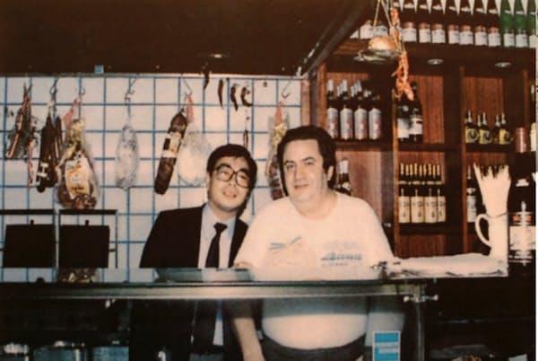 社員にも視察旅行を通じて本場のイタリア料理の良さを体験させた(左が筆者)