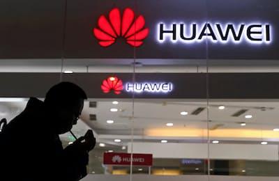 中国・華為技術(ファーウェイ)幹部の逮捕は世界に衝撃をもたらした(写真は北京の販売店)=AP