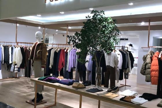銅色と木目を意識して店舗作りを進める