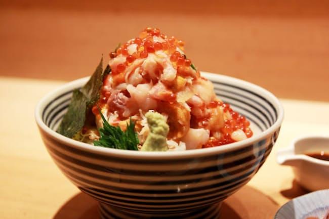 「日本橋海鮮丼 つじ半」の「ぜいたく丼(松)」