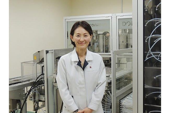 高砂香料工業の調香師、平野奈緒美さんはフレグランス研究所所長を務めるリーダーでもある。