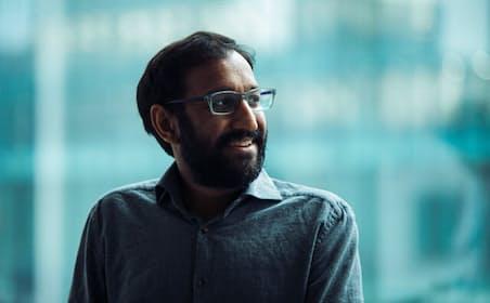 「スタートアップがスタートアップするのを助けるスタートアップ」を自称する「500 Startups」のパートナーのモーノットは、「取り残された人たちの金融サービス」を中心に投資を行っている。起業家のピッチをコンテンツとするポッドキャスト「The Pitch」の共同創業者でもある。PHOTOGRAPH BY KAORI NISHIDA