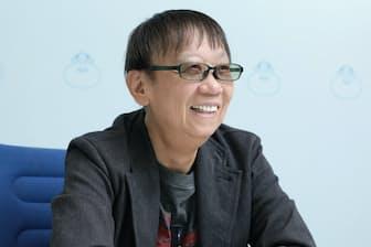 1954年兵庫県生まれ。早稲田大学第一文学部を卒業後、雑誌、新聞などのフリーライターを経て、ゲームデザイナーへの道を歩みはじめる。最新の「ドラゴンクエスト11」も手掛けた。