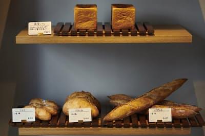 「ベーカリーカフェ&バー panda」の様々なパン