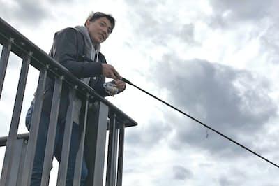 合宿でも練習の合間に魚釣りに出かける(2018年2月の沖縄合宿で)