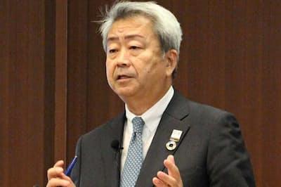 記者会見するNTTの澤田純社長
