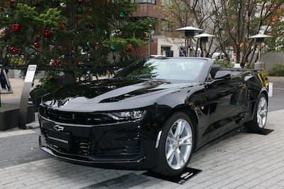 マイナーチェンジした「シボレー・カマロ」。価格は529万2000円~680万4000円。写真は、オープンカーの「コンバーチブル」