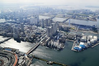 大会関係者の移動とトラック出庫のピークが重なる懸念も(16年6月、東京都中央区)