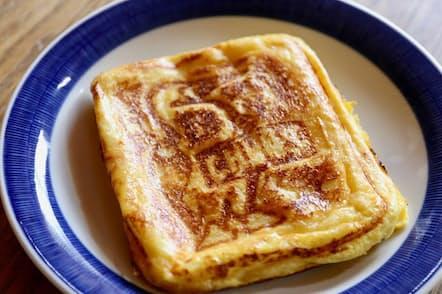 カフェで人気のフレンチトーストは、もともと古いパンを「再生」する節約料理?