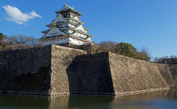 大坂城は織田信長が構想し、豊臣秀吉が築城し、徳川家康が入城した