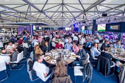 2015年のラグビーW杯イングランド大会で設置された特設会場のレストラン(STHグループ提供)