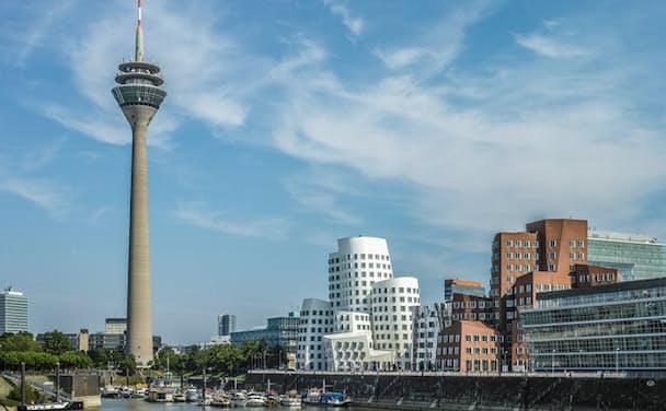 ドイツ・デュッセルドルフにあるラインタワーとその周辺