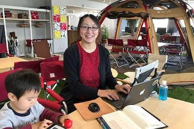 会社員を辞めてフリーランスのウェブデザイナーとして活躍する尾関日奈子さん