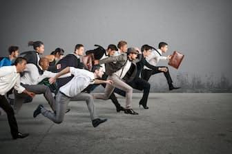 転職するとき、年収・肩書に執着するのは避けたい。写真はイメージ