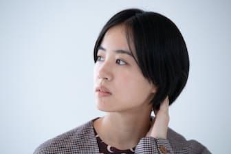 石橋さんの父親は石橋凌さん、母親は原田美枝子さん。芸能一家に育った