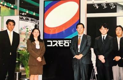 環境サービスなどを紹介するエコプロダクツ展にも参加した(左から3番目が本人)