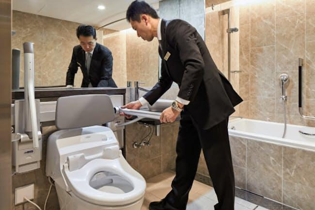バリアフリー専用設備を着脱式にし、通常の部屋としても使えるようにしている(京王プラザホテルのユニバーサルルーム)