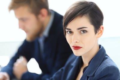 自己主張する女性は「攻撃的」と思われ嫌われる?(写真はイメージ=PIXTA)