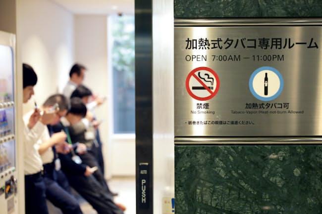 加熱式たばこ専用の喫煙室を設けるオフィスビルも(東京都港区の愛宕グリーンヒルズMORIタワー)