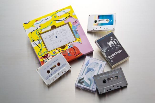 平成生まれのライターが持っているカセットテープ。最近は若いアーティストもカセットを多数リリースしている(一つだけ、昭和のカセットがあります。わかりますか)