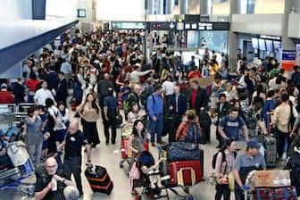 10連休となる今年のゴールデンウイークは多くの人出も予想されるが……(18年5月6日、成田空港の到着ロビー)