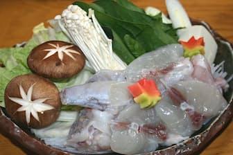 和泉苑のふぐ鍋は10~15ミリと厚めに切ってあるのが特徴