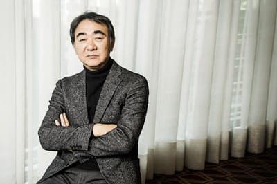 「エンタテインメントとしての小説」にこだわり抜く池井戸さん。現実と小説との違い、自身の経験談も飛び出した仕事観など、切れ味鋭いコメントは必見です。(NikkeiLUXEより)