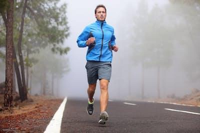 適度な運動は血管や心臓にいい効果を及ぼす。写真はイメージ(c)maridav-123rf