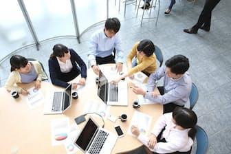 正社員から一度離れてしまうと、企業社会の壁は高い。写真はイメージ