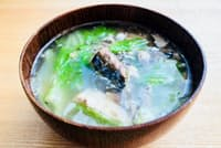 サバ缶と白菜で作る時短スープで水分と栄養を補給